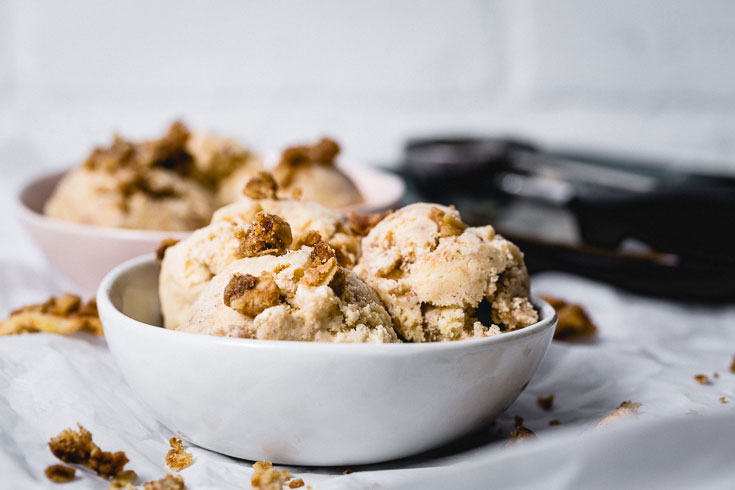 apple crisp ice cream horizontal