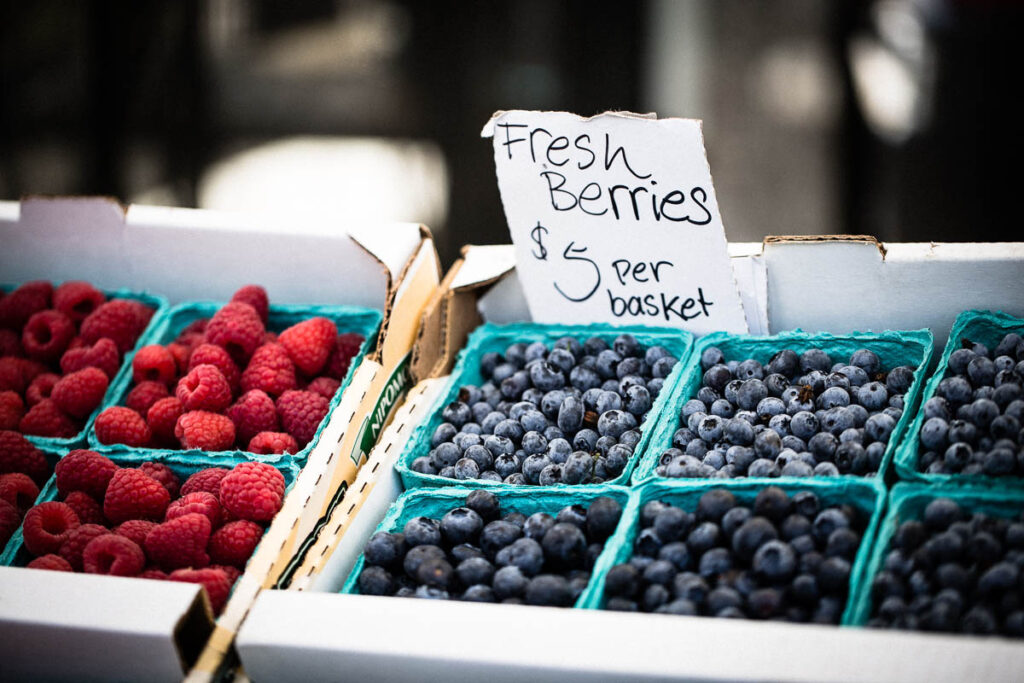 farmers market fresh berries horizontal