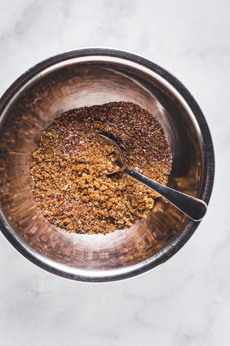 Basic dry rub for pork in a bowl