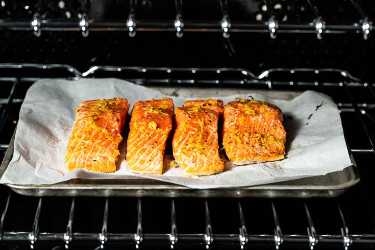 salmon baking in oven horizontal