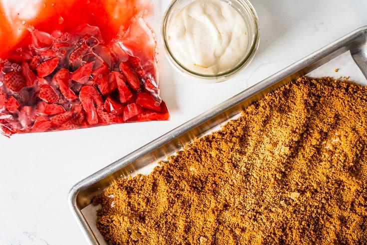 sous vide cheesecake strawberries and gram cracker crumble