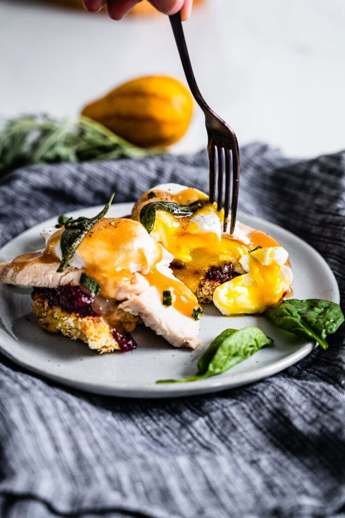 thanksgiving leftover eggs benedict vertical 2
